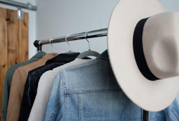 Wieszaki na ubrania - które lepsze do przedpokoju wiszące, stojące
