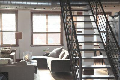 Pośrednik nieruchomości czy samodzielnie Jak skutecznie kupić mieszkanie, dom
